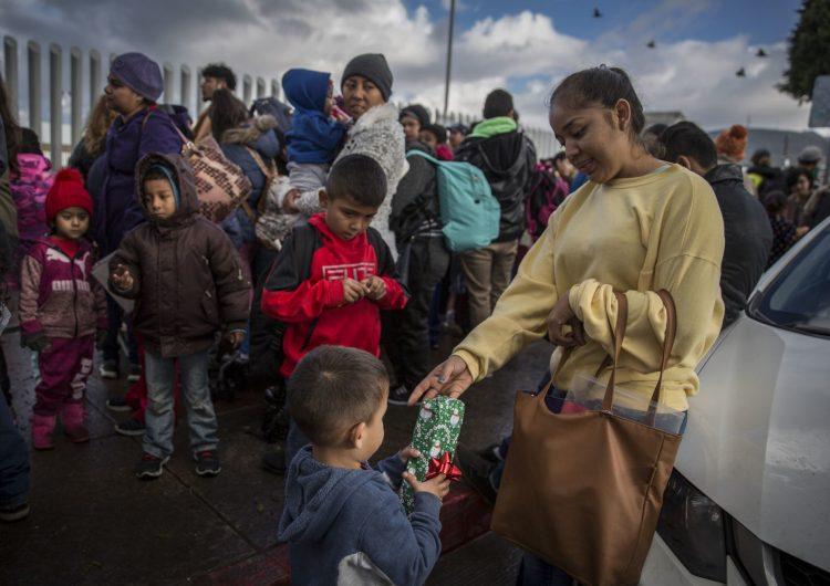 Gobierno de EU expulsa a niños migrantes de otros países a México, violando acuerdos diplomáticos: NYT
