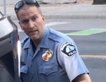Policía que asfixió a George Floyd sale de prisión tras pagar fianza de un millón de dólares
