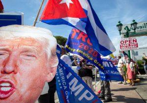 Políticas de Trump que han beneficiado a los latinos (y las que los han perjudicado)