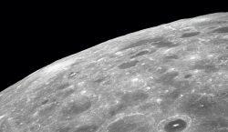 NASA: Científicos confirman que hay agua en la Luna; está…