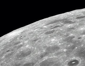 NASA: Científicos confirman que hay agua en la Luna; está atrapada en cráteres