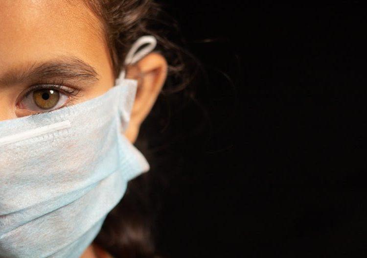 Una niña de 13 años contagia de coronavirus a 11 familiares de cuatro localidades de EU