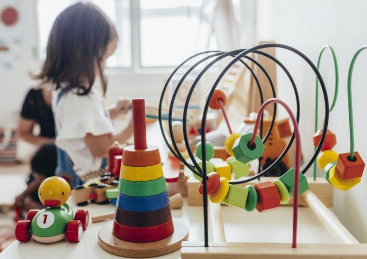 Tras brote en guardería, EU advierte que niños pequeños pueden propagar la COVID