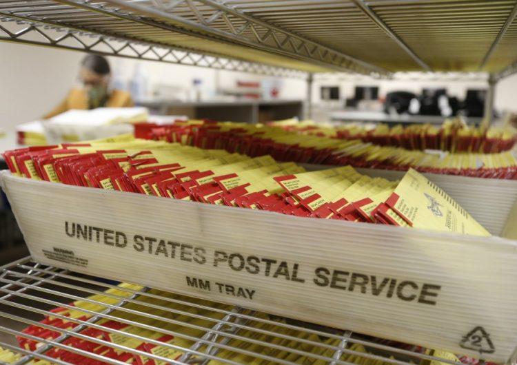 Juez federal pide el cese del director del Servicio Postal por no cumplir con una orden de revisión en busca de votos