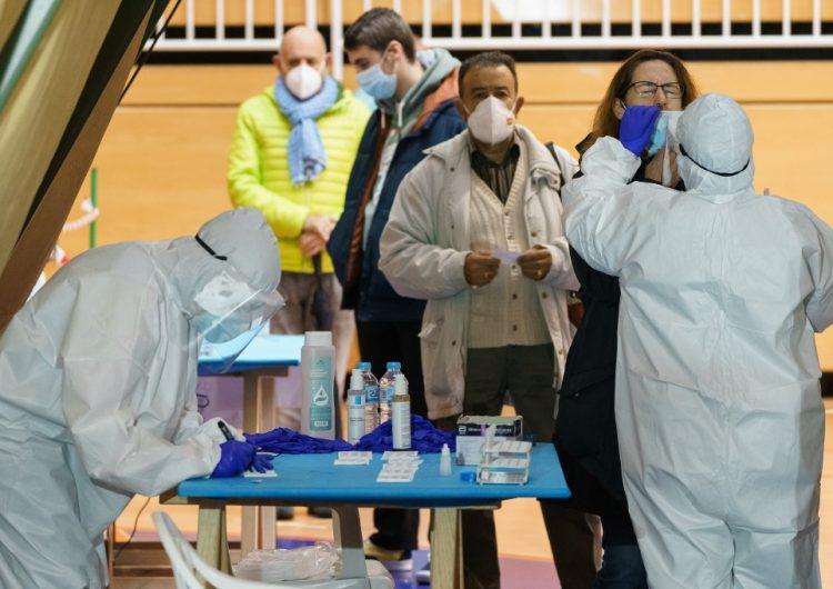 """España pedirá un test negativo de COVID-19 a todos los visitantes de """"países de riesgo"""""""