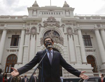 """Lo que sabemos de la destitución del presidente de Perú por """"incapacidad moral"""""""