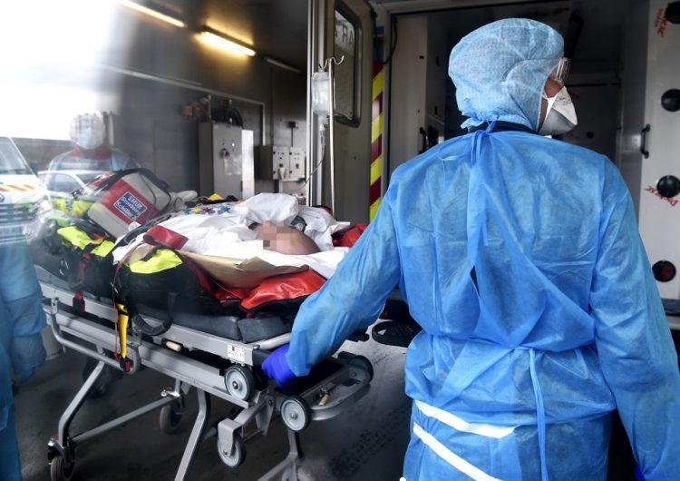 Los ingresos hospitalarios por COVID en Francia superan a los de la primera ola