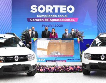 Entregan automóviles en sorteo para premiar a ciudadanos cumplidos en pago de predial en Aguascalientes
