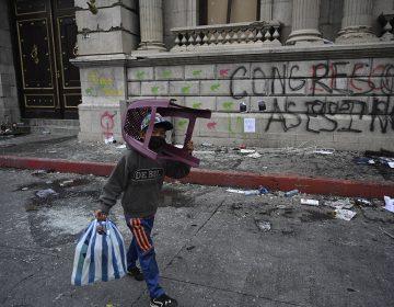 El Congreso de Guatemala revierte y suspende la aprobación del presupuesto que desató el caos