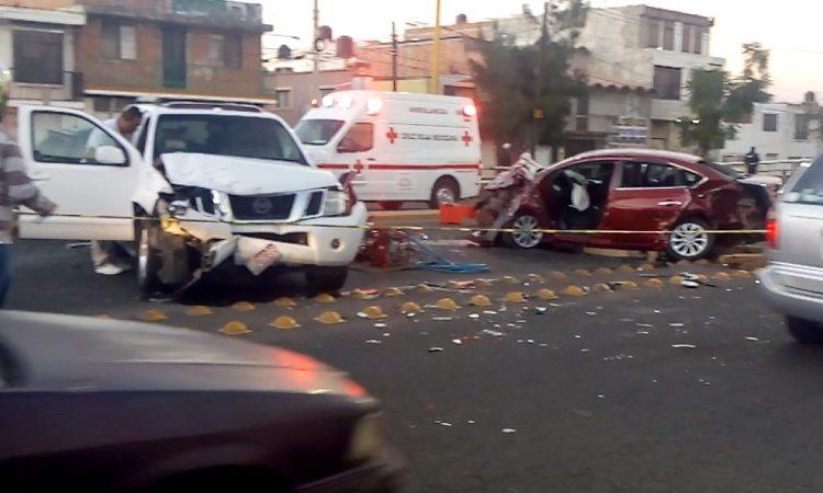 Dos muertos y dos lesionados deja accidente en paso a desnivel de Av. Aguascalientes