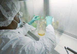 Cómo funciona el bamlanivimab, el primer medicamento diseñado contra la COVID-19