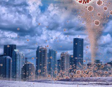 Por qué la pandemia motivó teorías conspirativas que ponen en riesgo la batalla contra la COVID