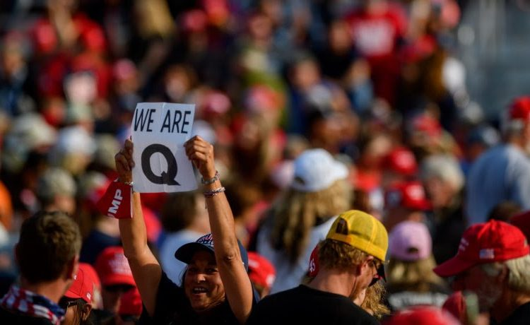 A pesar de la derrota de Trump, la teoría de conspiración QAnon gana poder entre republicanos