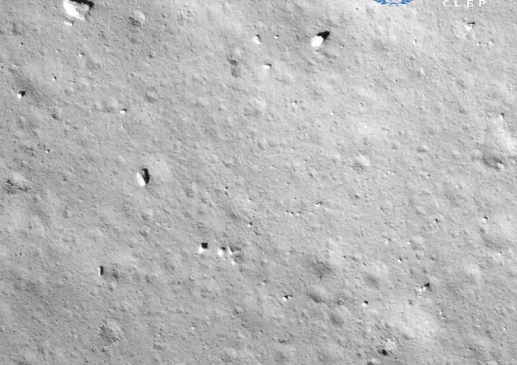 Sonda china llega con éxito a la Luna para traer muestras