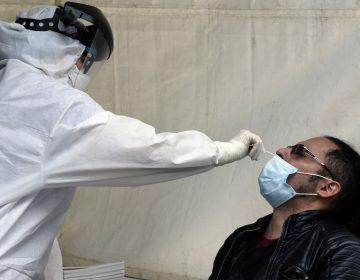 Programa de TV contrató médico sin licencia para realizar las pruebas de COVID-19 a actores