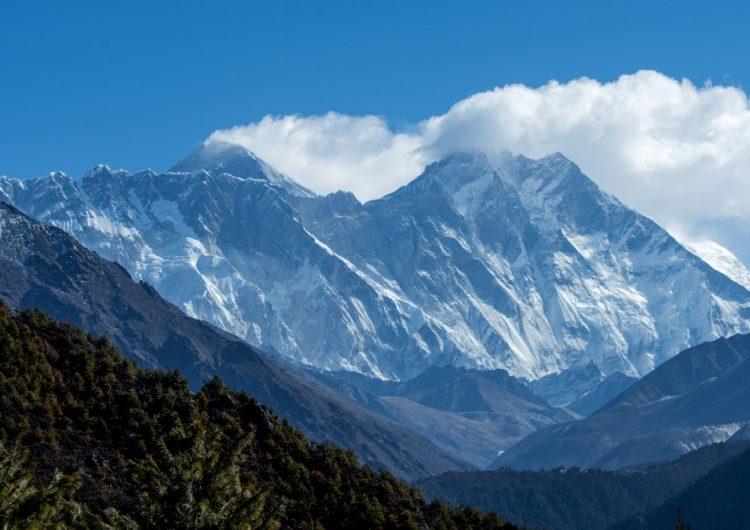 China y Nepal acuerdan altitud del Everest; que aumenta casi un metro
