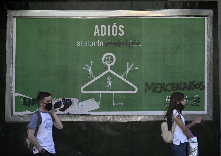 Amnistía Internacional entrega al Senado argentino 250,000 firmas de todo el mundo para pedir aborto legal