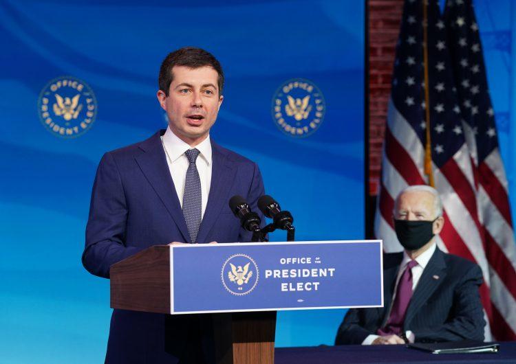Biden nombra al primer miembro abiertamente homosexual de un gabinete en EU