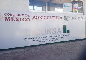 Se manifiestan productores de leche por falta de pagos de LICONSA