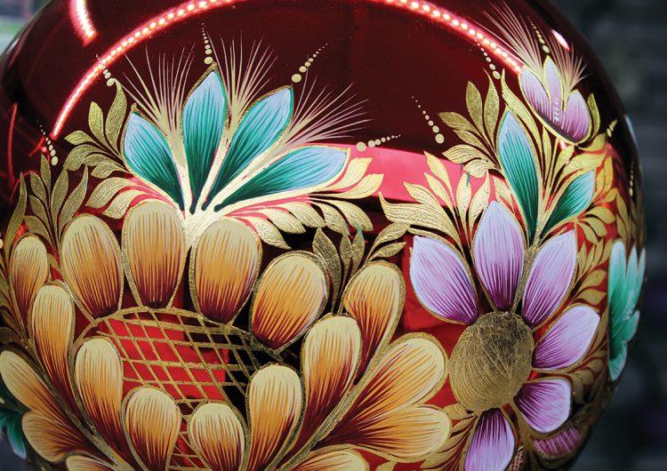 Esferas, piñatas y flores para una temporada navideña a la mexicana