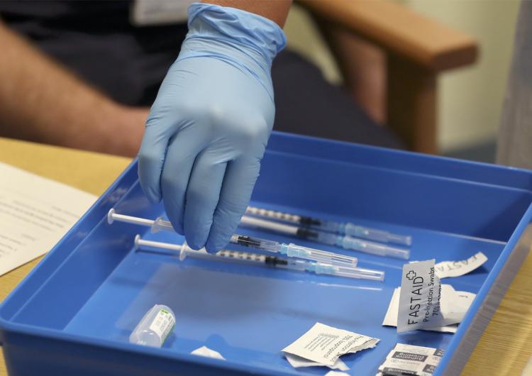 COVID-19: En México, médicos y adultos mayores, los primeros en la lista para recibir vacuna