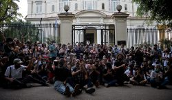 Gobierno de Cuba rompe negociaciones con artistas: los acusa de…