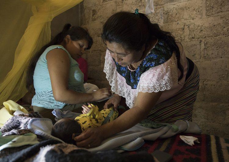 Cómo la atención obstétrica y partería en México pueden ser líderes en la salud de la mujer