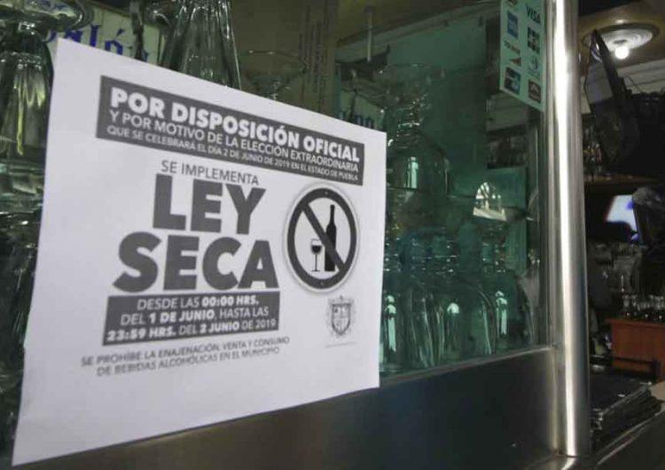 Prohíben venta de alcohol en todo Puebla para evitar aglomeraciones