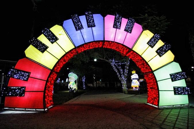 Iluminan de luces navideñas la delegación Margaritas en Jesús María