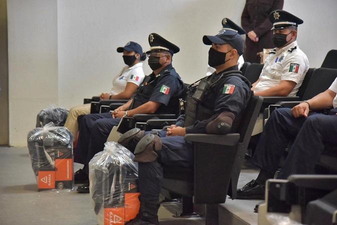 Entregan nuevos uniformes a policías municipales de Jesús María