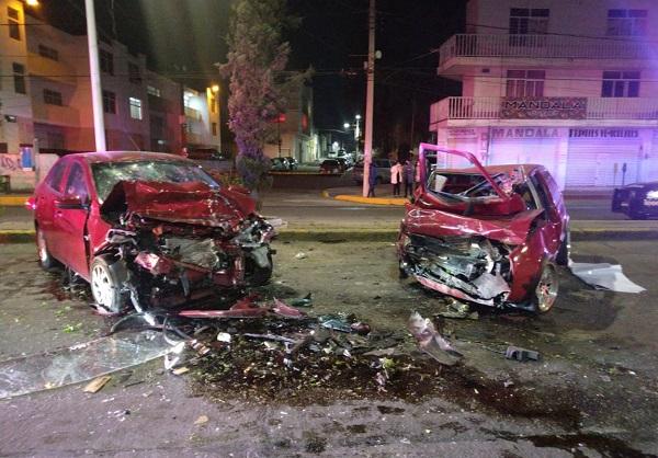 Cuatro personas lesionadas deja aparatoso accidente en Av. López Mateos