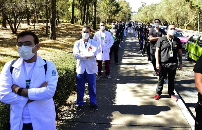 Médicos de Operación Chapultepec del IMSS reciben vacuna contra el Covid-19