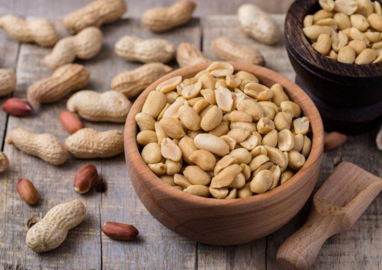 ¿La gente alérgica al cacahuate puede recibir la vacuna contra el COVID?