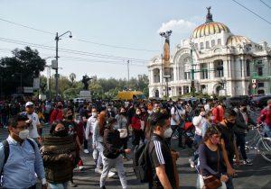 """La CDMX se mantiene en naranja """"al límite""""; anuncian más restricciones y quedarse en casa"""