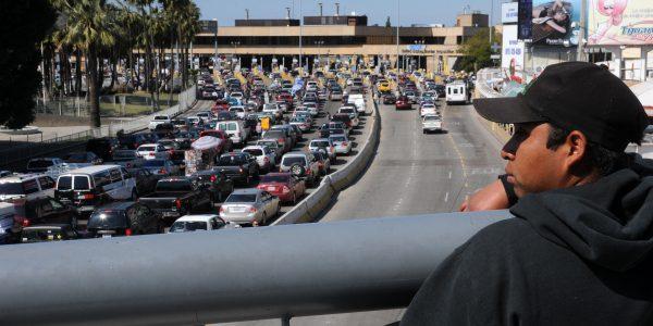 """Embajada de EUA en México pide a migrantes """"no desperdiciar su tiempo"""" intentando cruzar"""