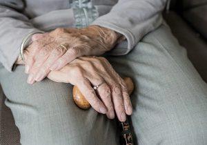 Confirman 42 contagios de Covid-19 en mayores de 60 años en las últimas horas