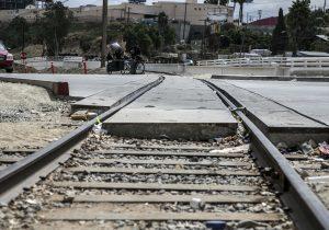 Cocomex, castigada por emitir facturas falsas, única que concursa por el tren interurbano en BC