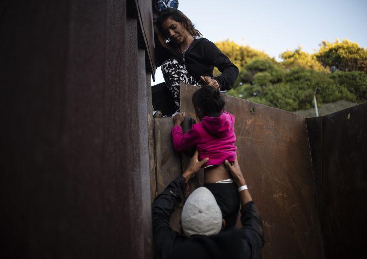 EU: Departamento de Justicia anula medida impuesta por Trump que separó a familias migrantes