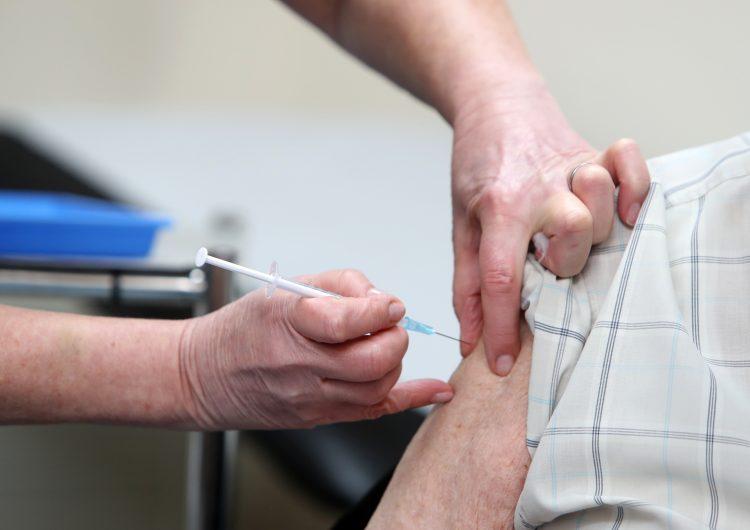 Reino Unido, el primer país en administrar vacuna de AstraZeneca