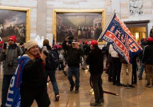 Conspiradores, pro-armas, neonazis: ¿Quiénes son los vándalos del Capitolio?