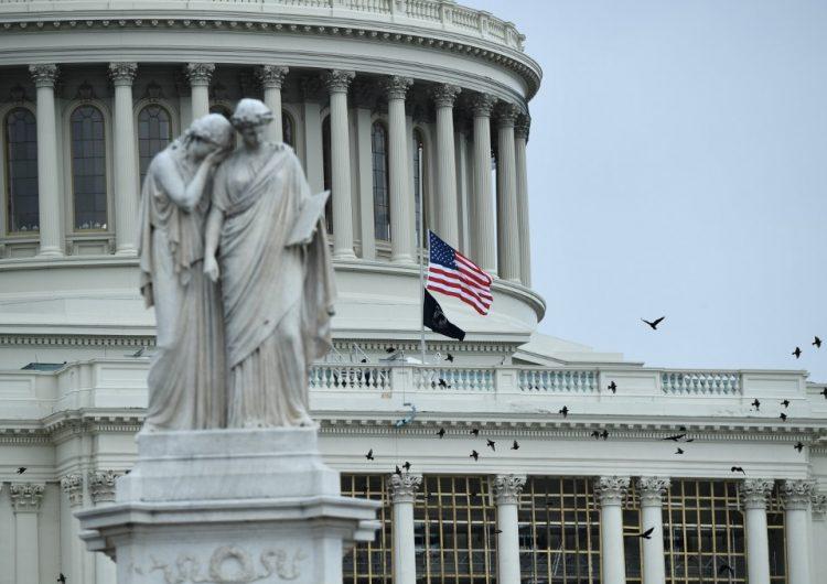 Muere un policía herido en choques con seguidores de Trump en el Capitolio