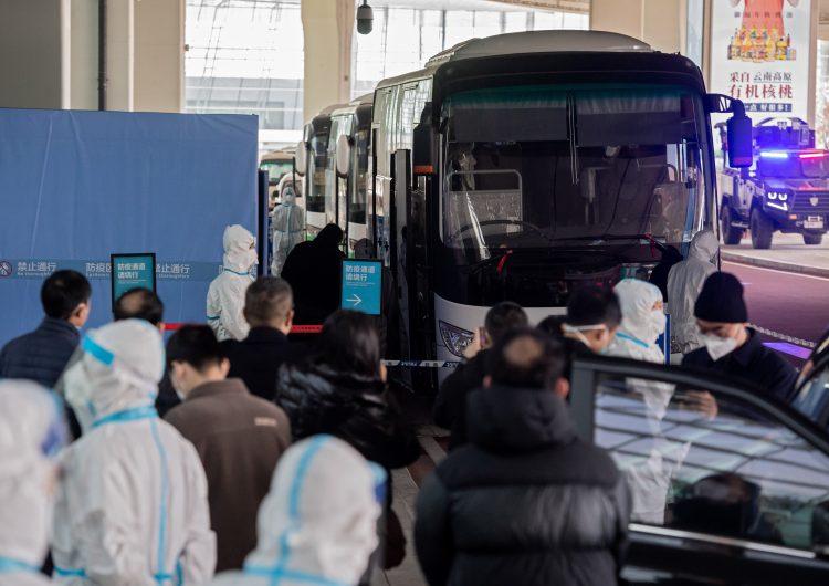 Wuhan: familias de víctimas de COVID-19 acusan a autoridades de silenciarlas durante visita de la OMS