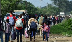 Caravana de hondureños parte hacia Estados Unidos con la esperanza…