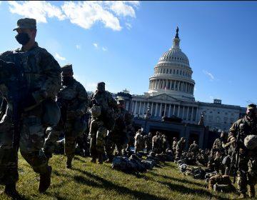 "Guardia Nacional de EU retira a 12 agentes de la toma de posesión de Biden por ""comentarios inapropiados"""