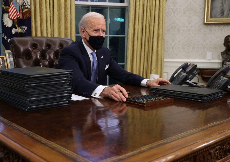 Biden suspende la construcción del muro con México y protege a los 'dreamers' en sus primeros decretos