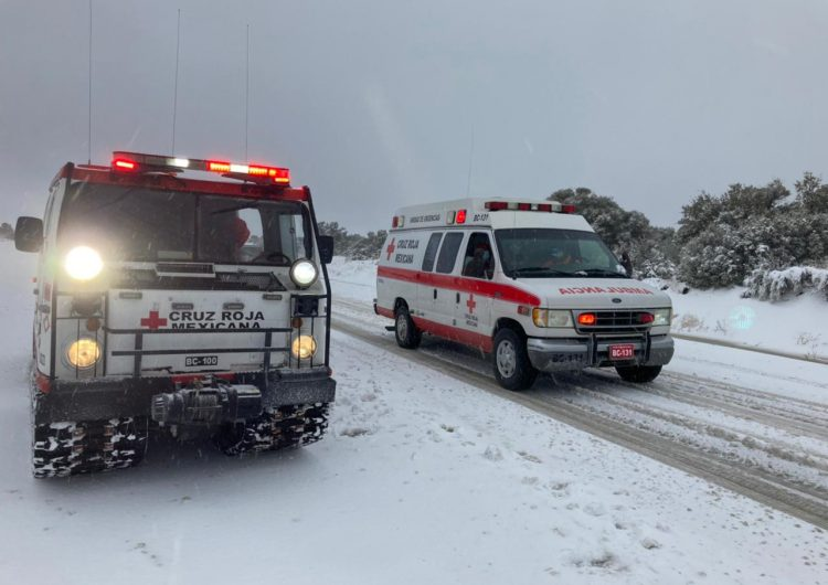 Rescata Cruz Roja 65 persona atrapadas por nevada en La Rumorosa