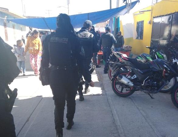 Retiran a personas de la vía pública en Cosío por no respetar sana distancia en fiesta patronal