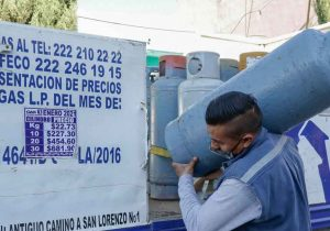 Amas de casa prefieren rellenar el tanque de gas ante alza de precios