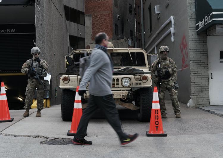 FBI: 75,000 dólares de recompensa por datos del sospechoso que colocó bombas durante asalto al Capitolio