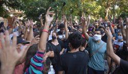 Funcionarios de Cuba responden con violencia a manifestantes que exigen…